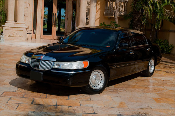 Lincoln Sedan Irving Rental